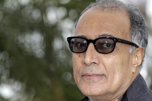 "Director Abbas Kiarostami poses during a photocall for the film ""Like Someone in Love"" in competition at the 65th Cannes Film Festival, May 21, 2012. REUTERS/Eric Gaillard (FRANCE - Tags: ENTERTAINMENT)"
